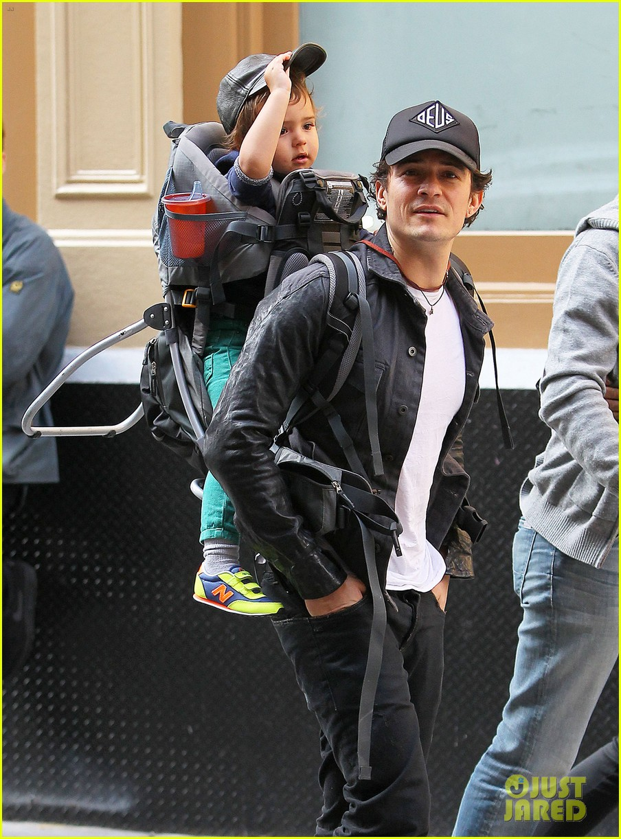orlando bloom gets his nose picked by son flynn 072971917