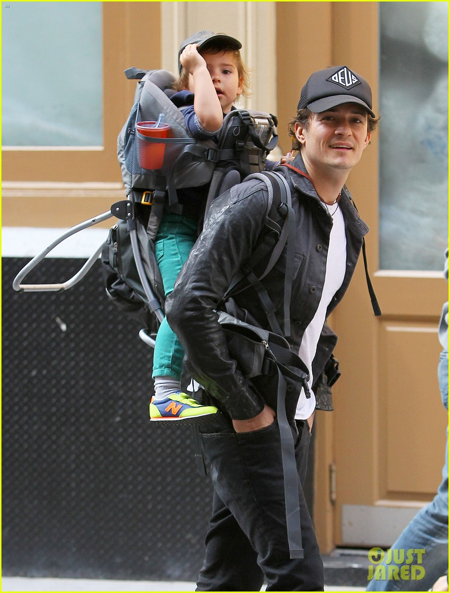 orlando bloom gets his nose picked by son flynn 082971918