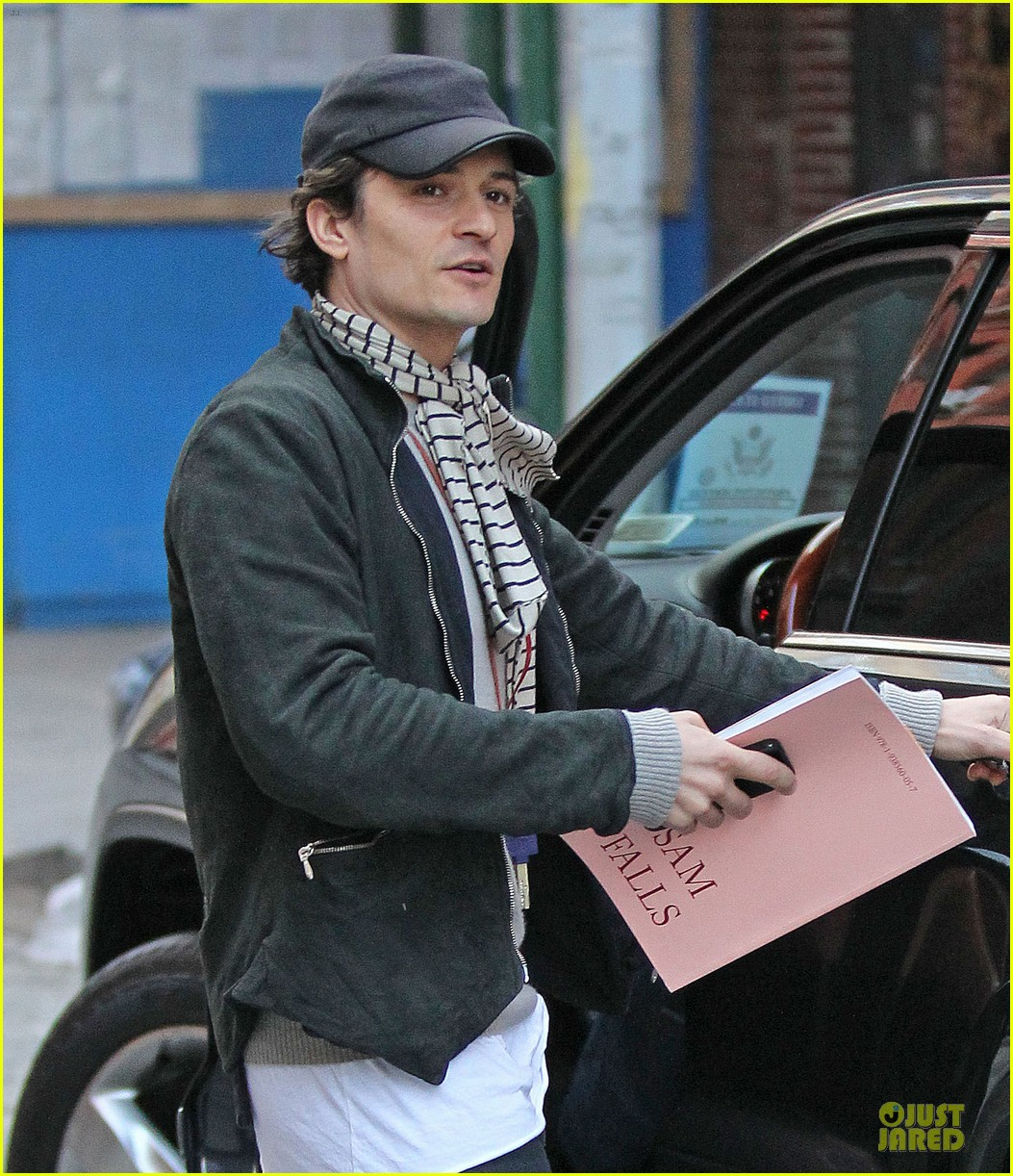 orlando bloom steps out after miranda kerr separation 042979258