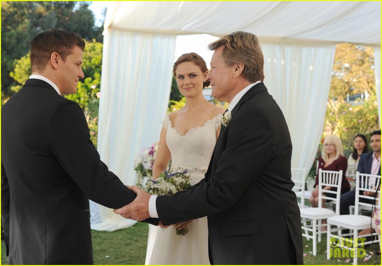 bones wedding booth bones get married see the pics 052973080