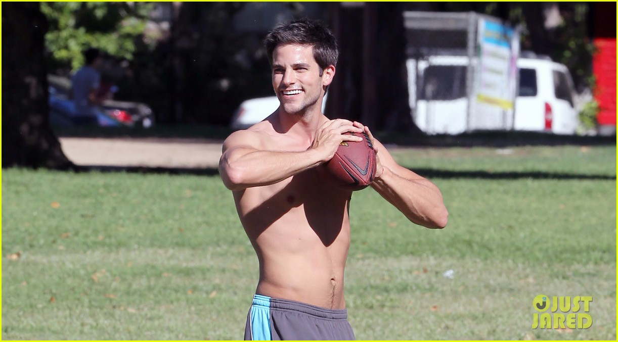 brant daugherty shirtless park workout football game 03