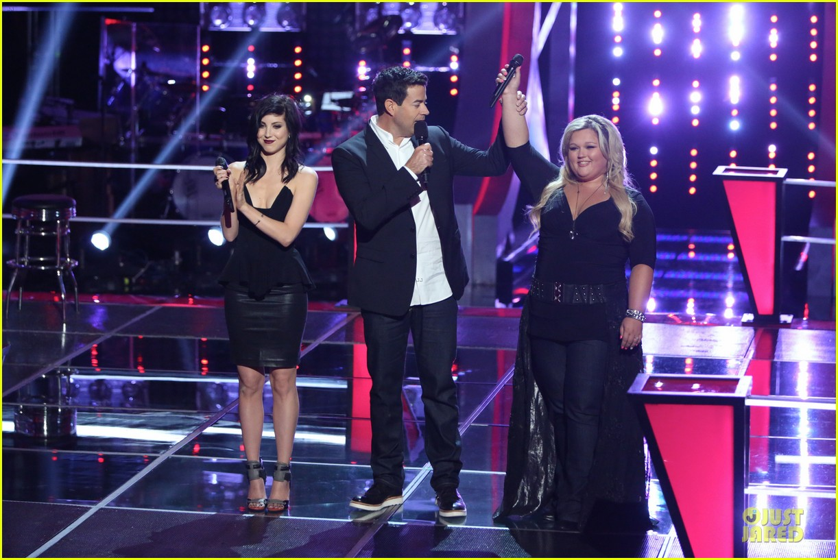 kaley cuoco sister briana advance on the voice tonight 062982082