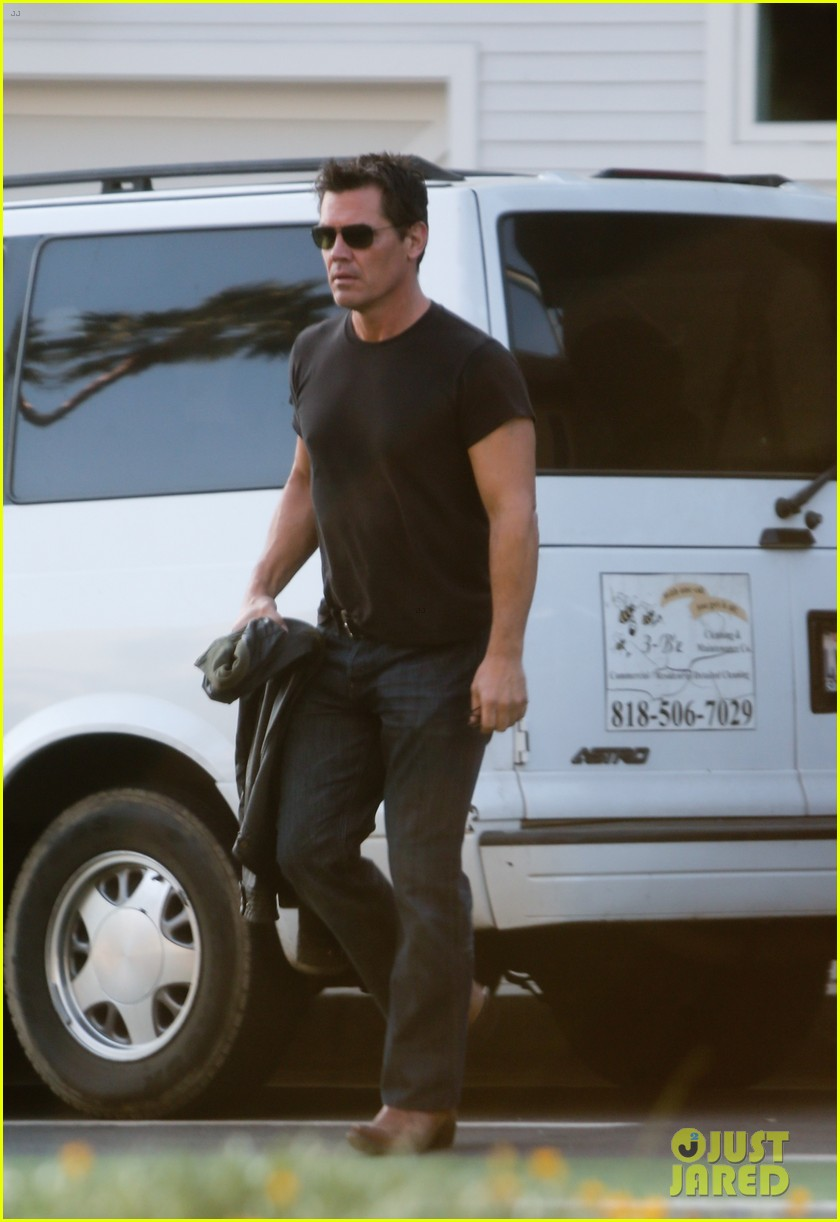 josh brolin works out attends machete kills premiere 122965761