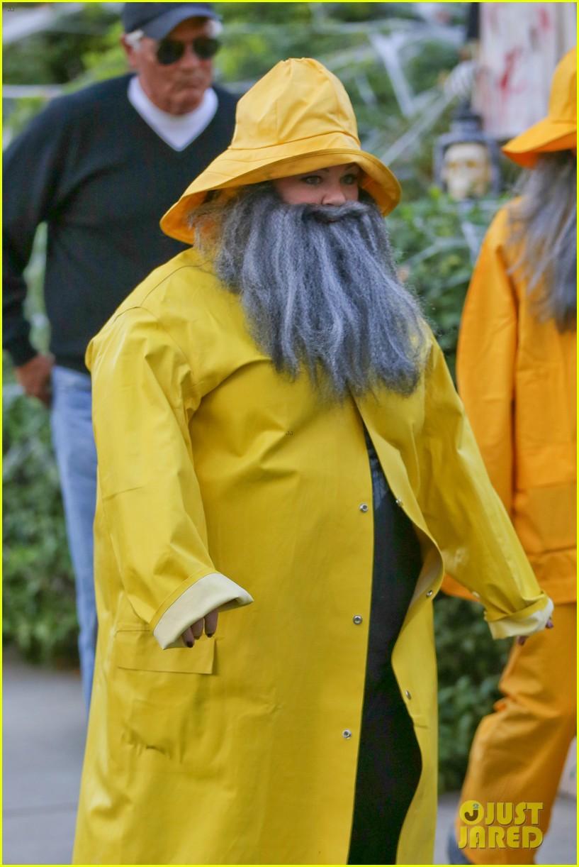 sandra bullock melissa mccarthy halloween fishermen 022983841