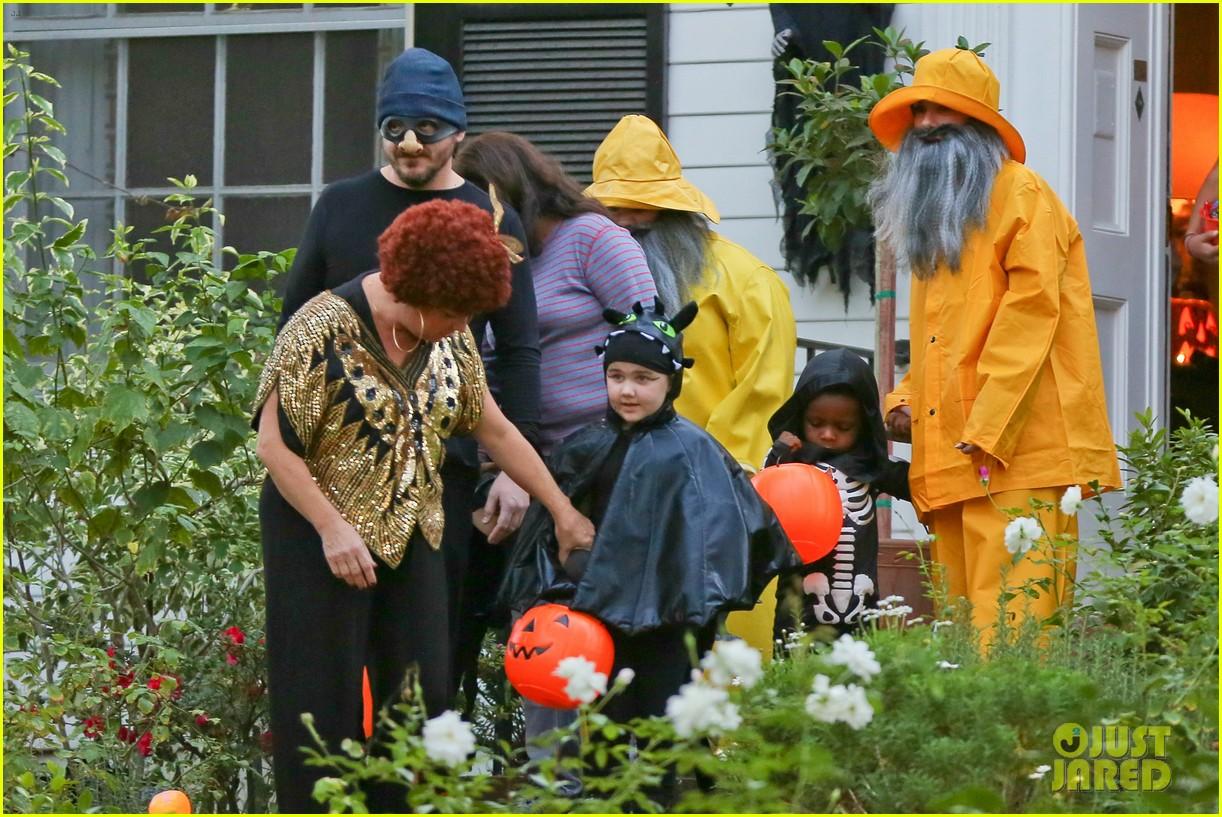 sandra bullock melissa mccarthy halloween fishermen 092983848