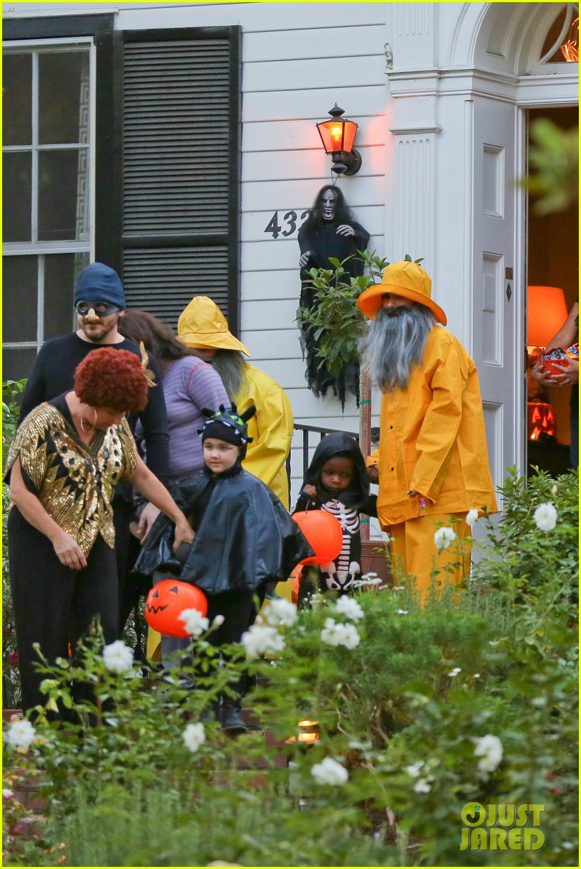 sandra bullock melissa mccarthy halloween fishermen 132983852