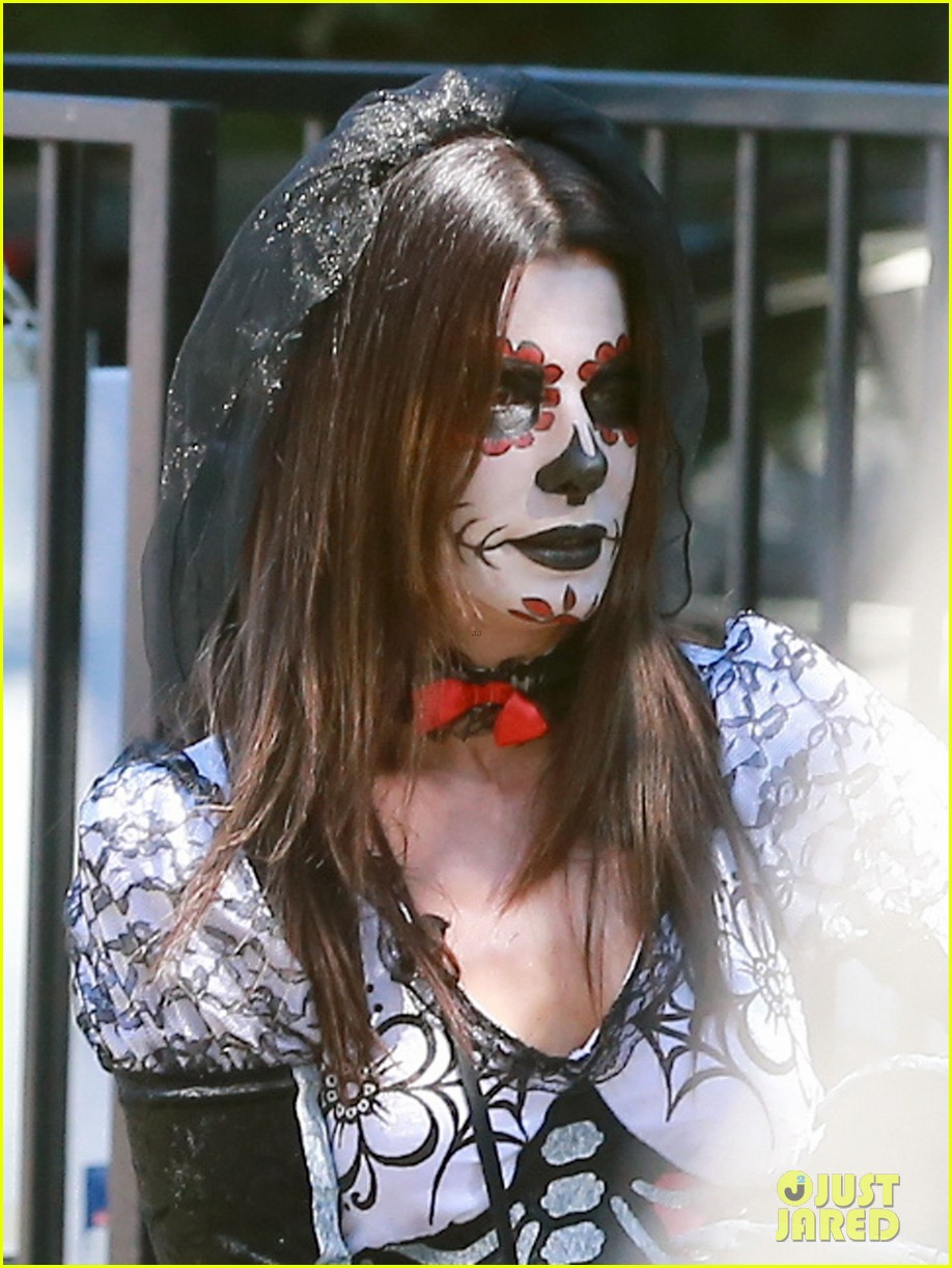 sandra bullock goes spooky for halloween party with louis 042975121