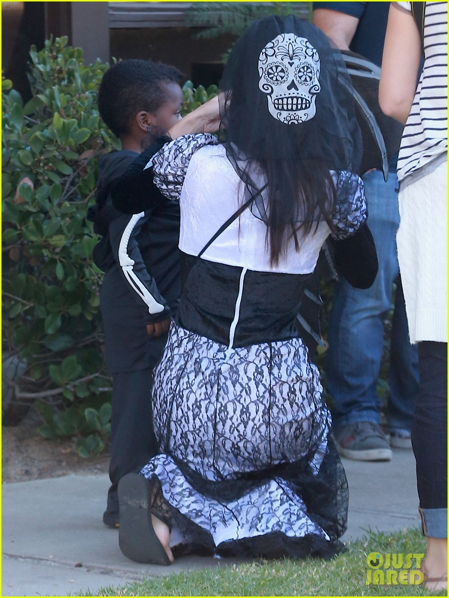 sandra bullock goes spooky for halloween party with louis 05