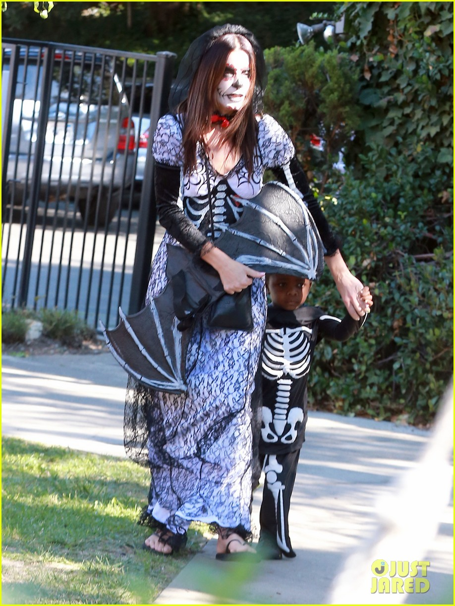 sandra bullock goes spooky for halloween party with louis 112975128