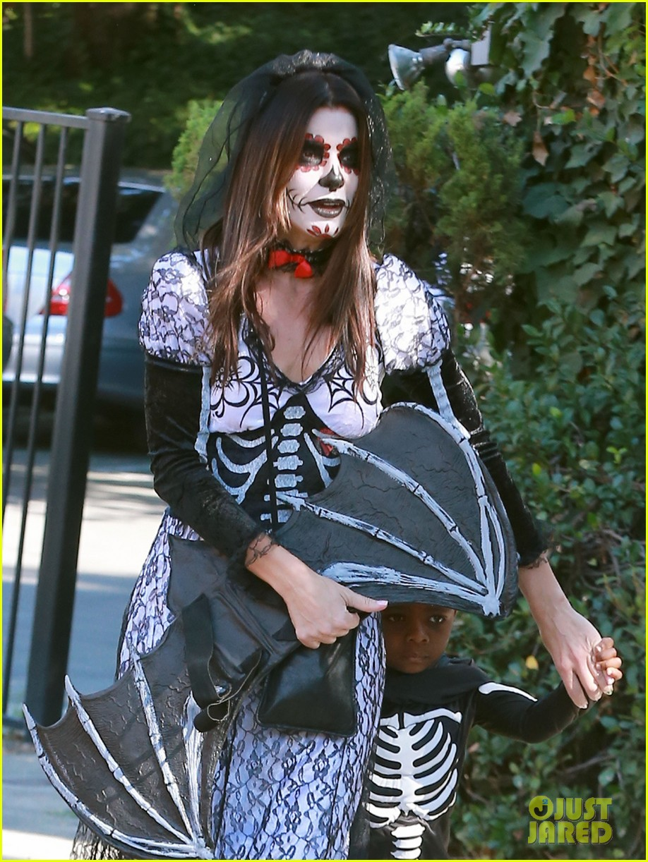 sandra bullock goes spooky for halloween party with louis 122975129