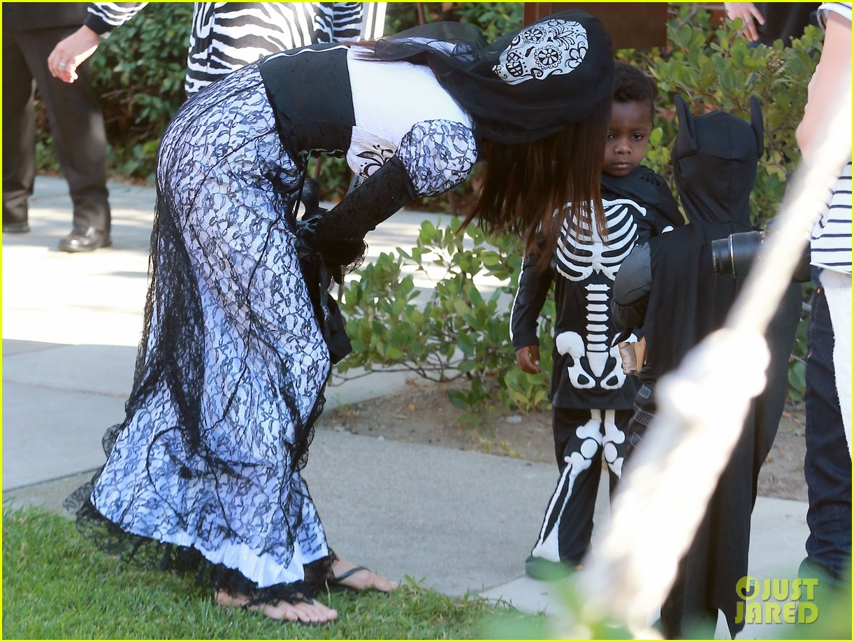 sandra bullock goes spooky for halloween party with louis 162975133