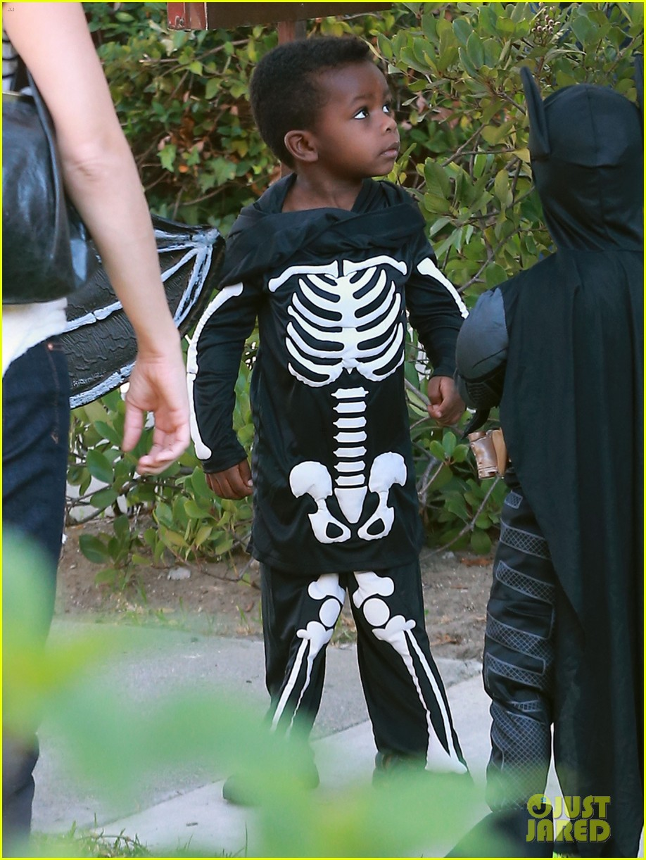sandra bullock goes spooky for halloween party with louis 172975134
