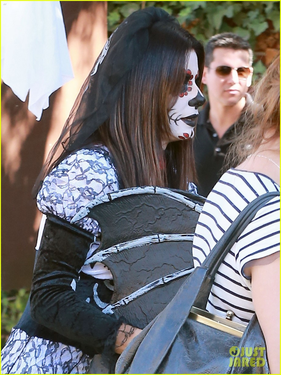 sandra bullock goes spooky for halloween party with louis 182975135