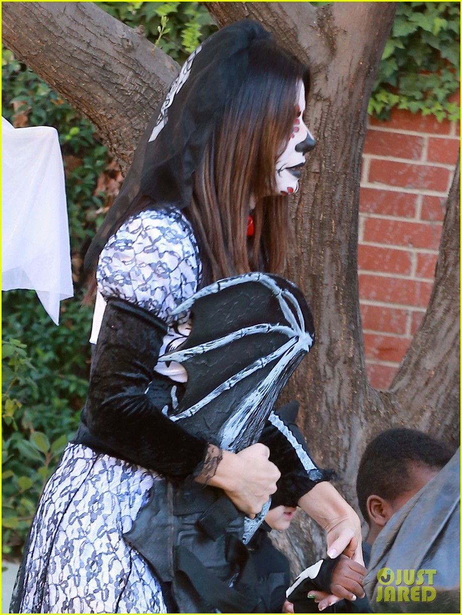 sandra bullock goes spooky for halloween party with louis 192975136