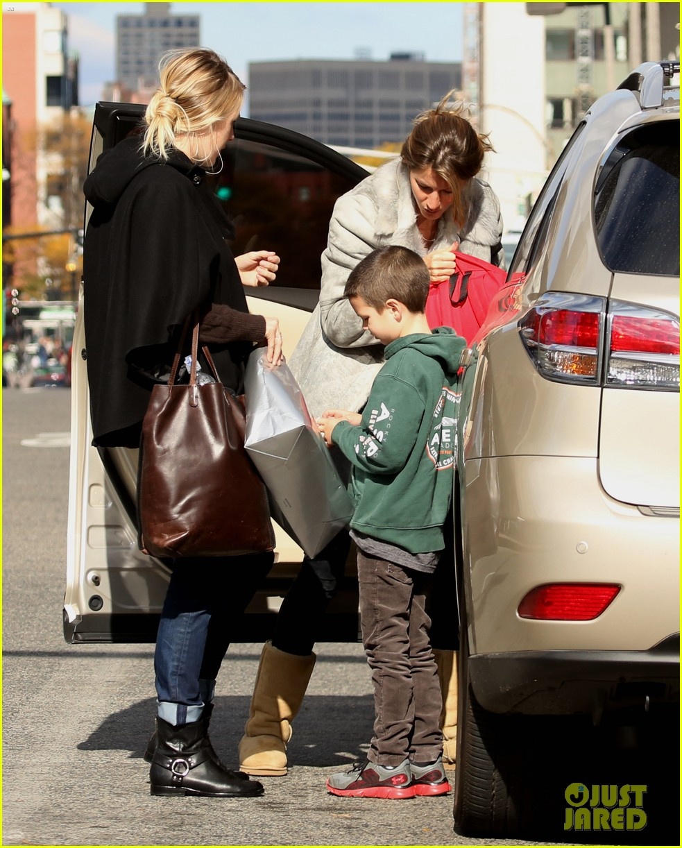 gisele bundchen drops stepson john at train station 022981574