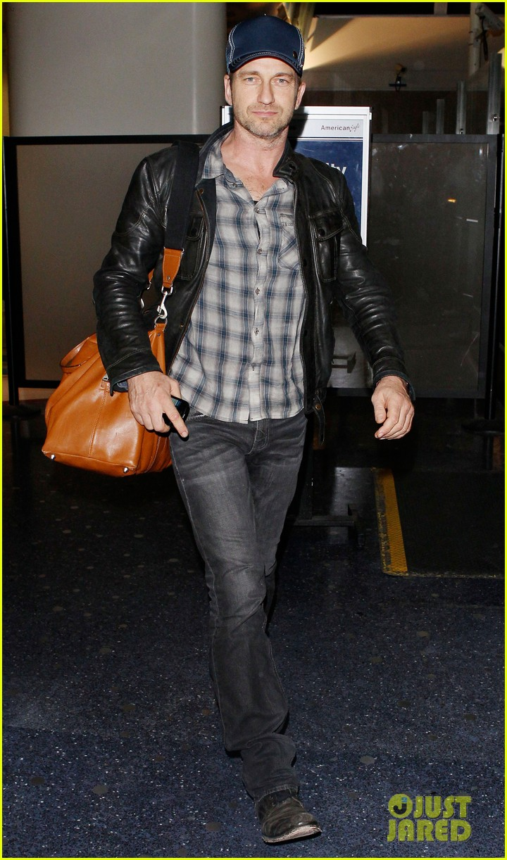 gerard butler is back in los angeles after trip to new york 042967697