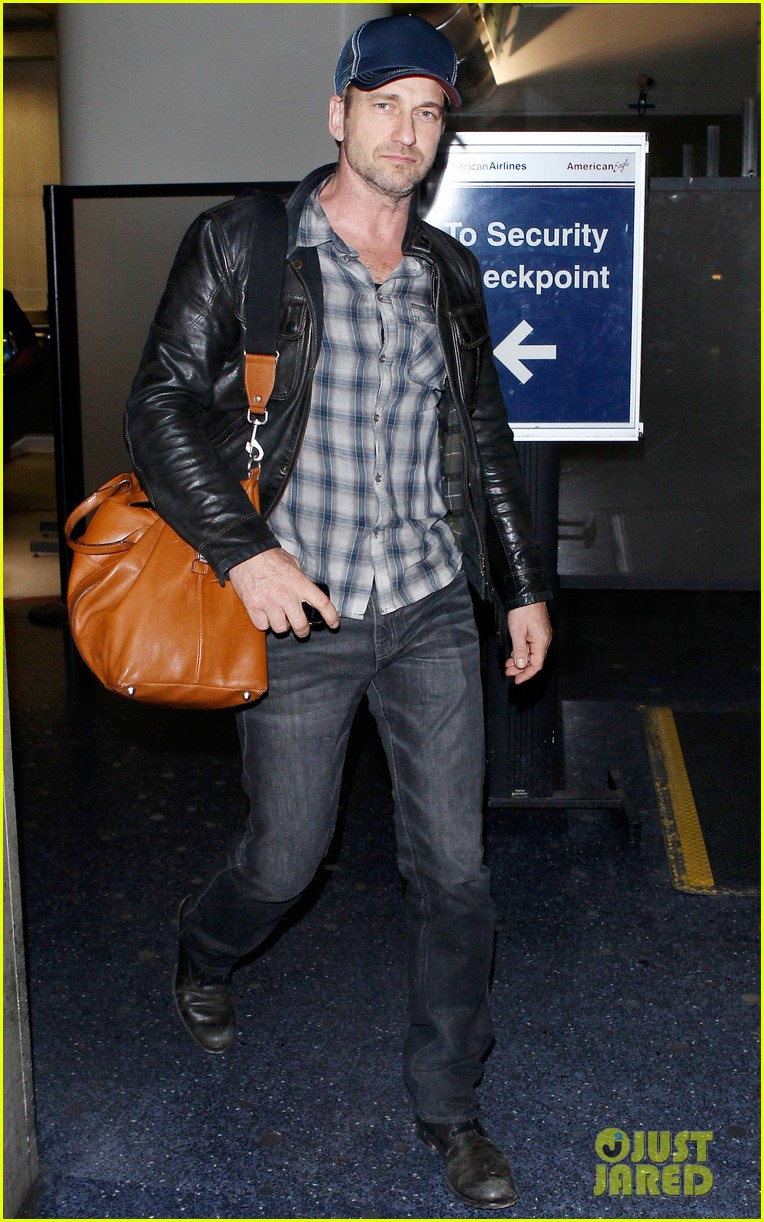 gerard butler is back in los angeles after trip to new york 052967698