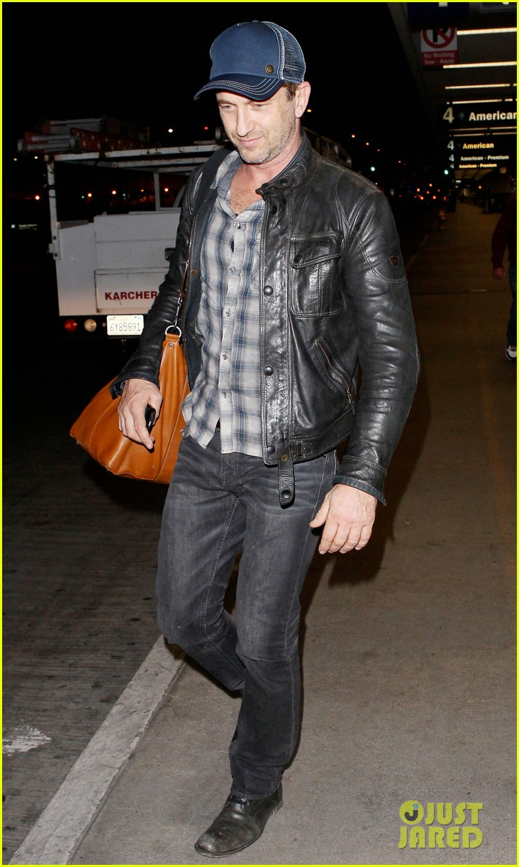 gerard butler is back in los angeles after trip to new york 062967699