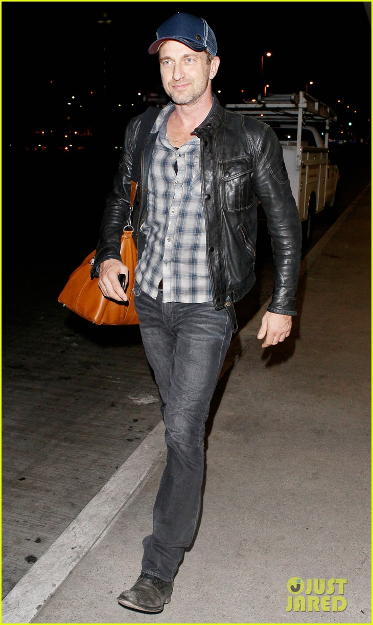 gerard butler is back in los angeles after trip to new york 122967705