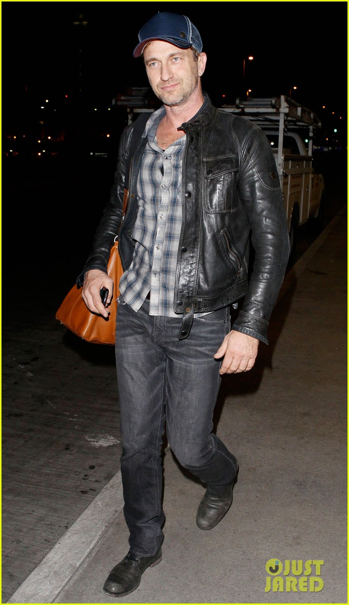 gerard butler is back in los angeles after trip to new york 132967706
