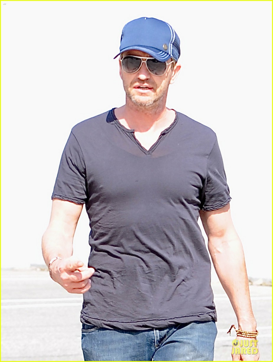 gerard butler maxfield shopping stud 02