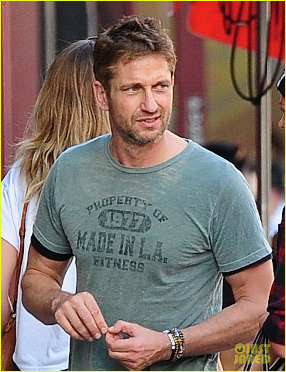 gerard butler meets up with gal pal in the meatpacking district 04