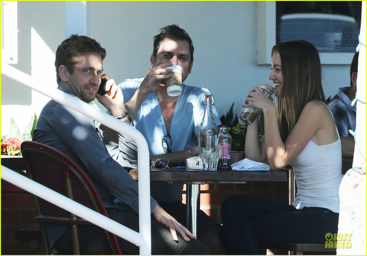 gerard butler enjoys fred segal lunch with friends 072967966