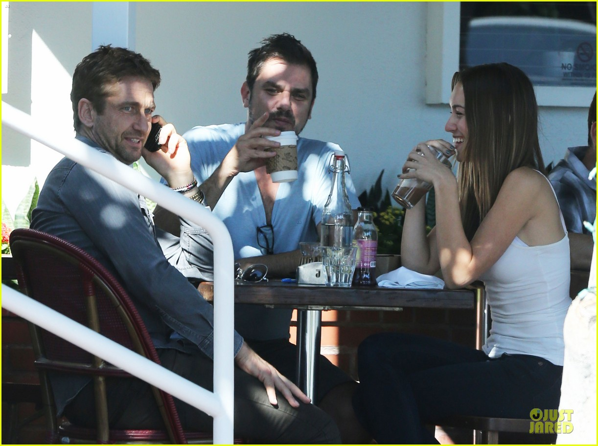 gerard butler enjoys fred segal lunch with friends 082967967