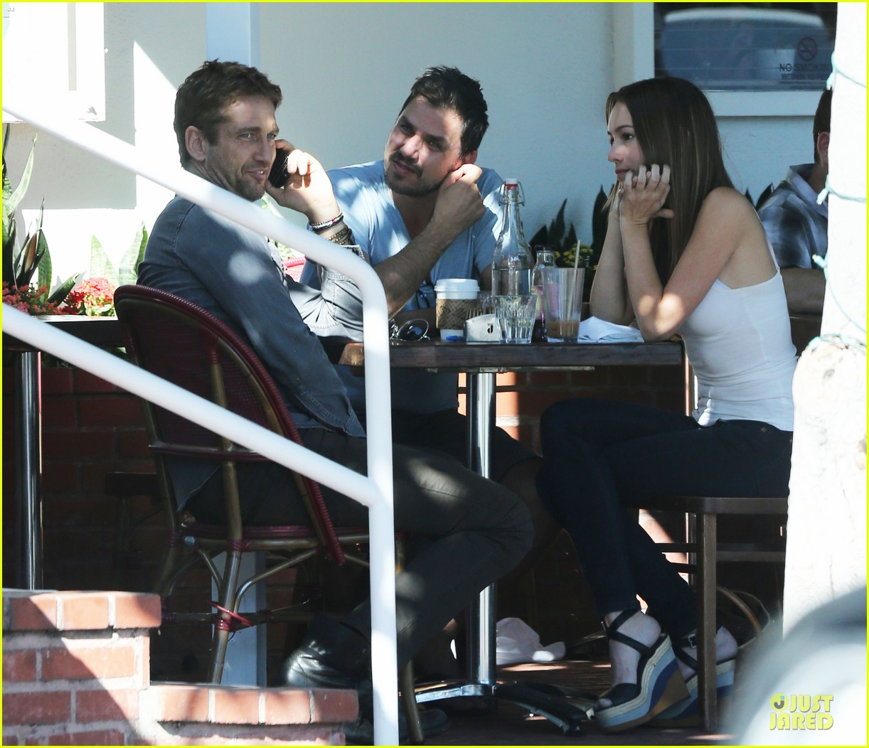 gerard butler enjoys fred segal lunch with friends 092967968