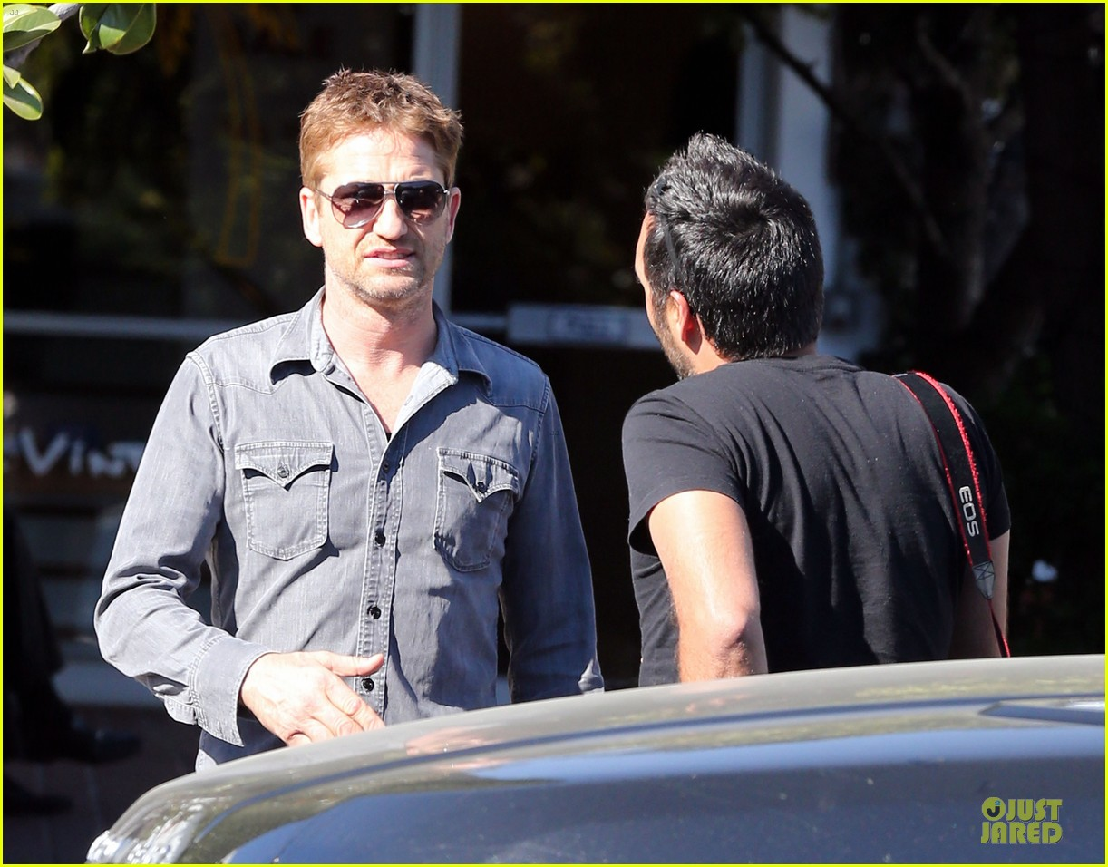 gerard butler enjoys fred segal lunch with friends 22