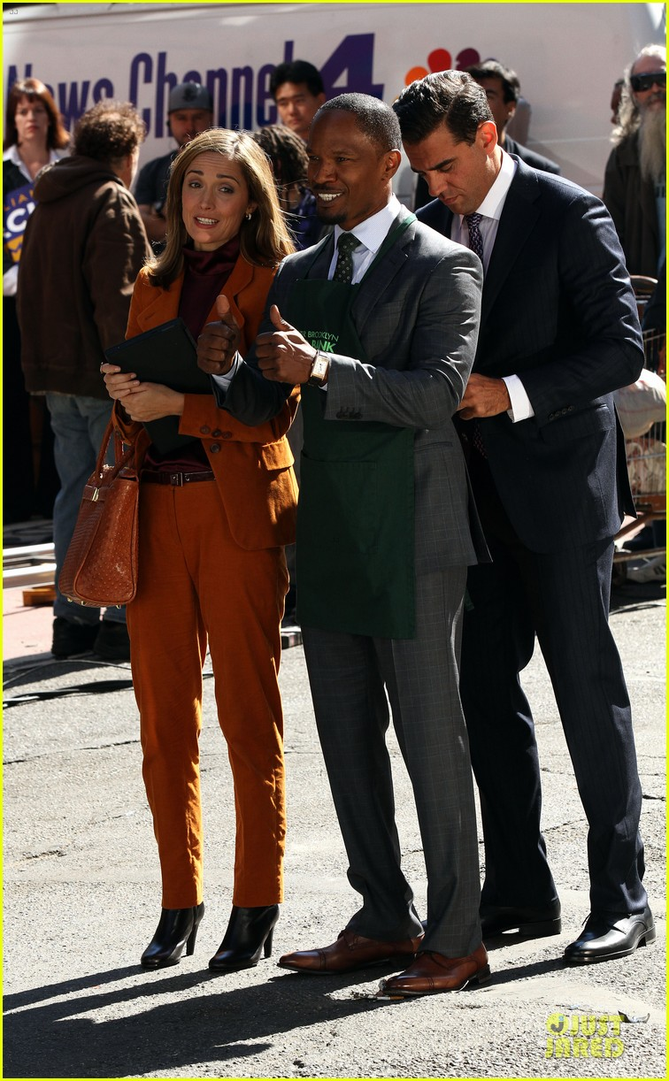 rose byrne bobby cannavale annie set with jamie foxx 102964068