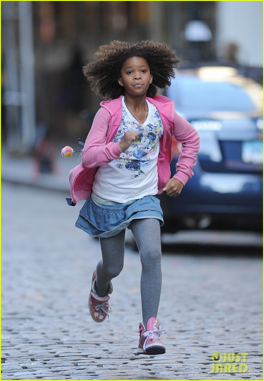 rose byrne quvenzhane wallis film annie before weekend 01