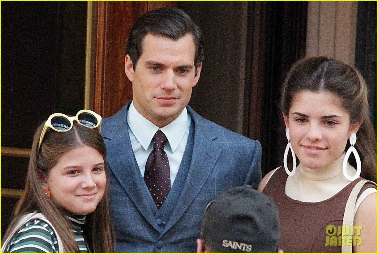 henry cavill shows off suave look for man from uncle 012965250