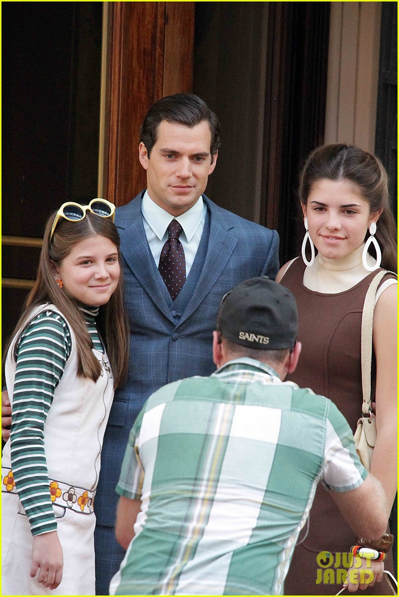henry cavill shows off suave look for man from uncle 042965253