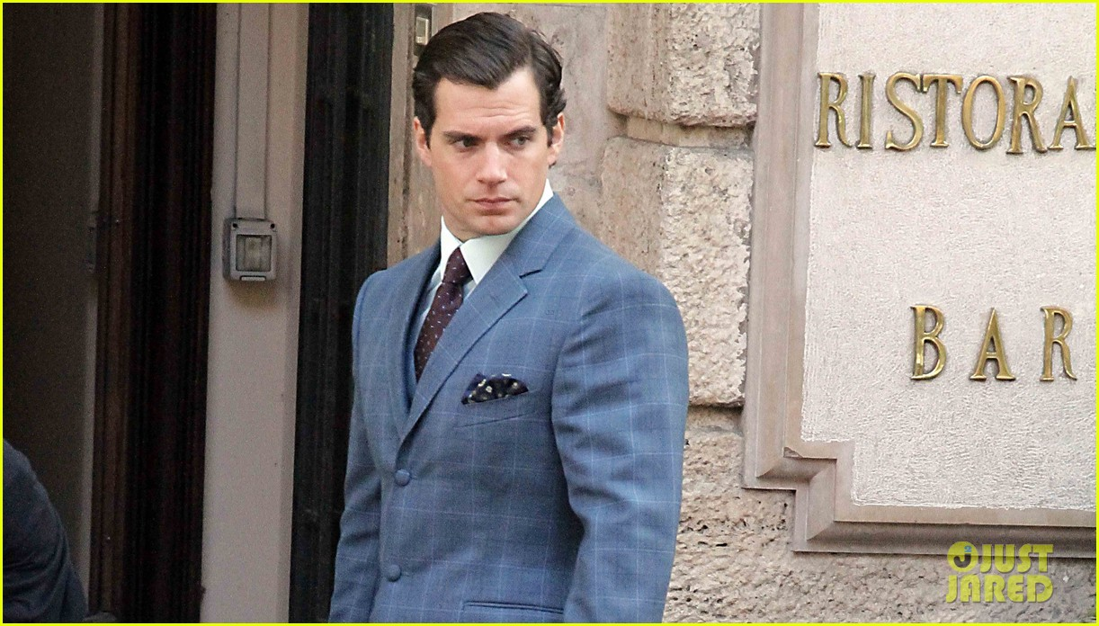 henry cavill shows off suave look for man from uncle 052965254