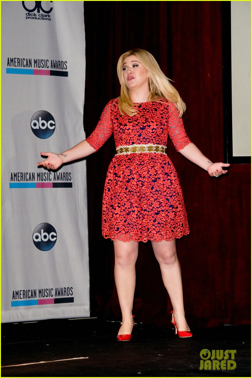 kelly clarkson william announce american music awards nominations 062969617