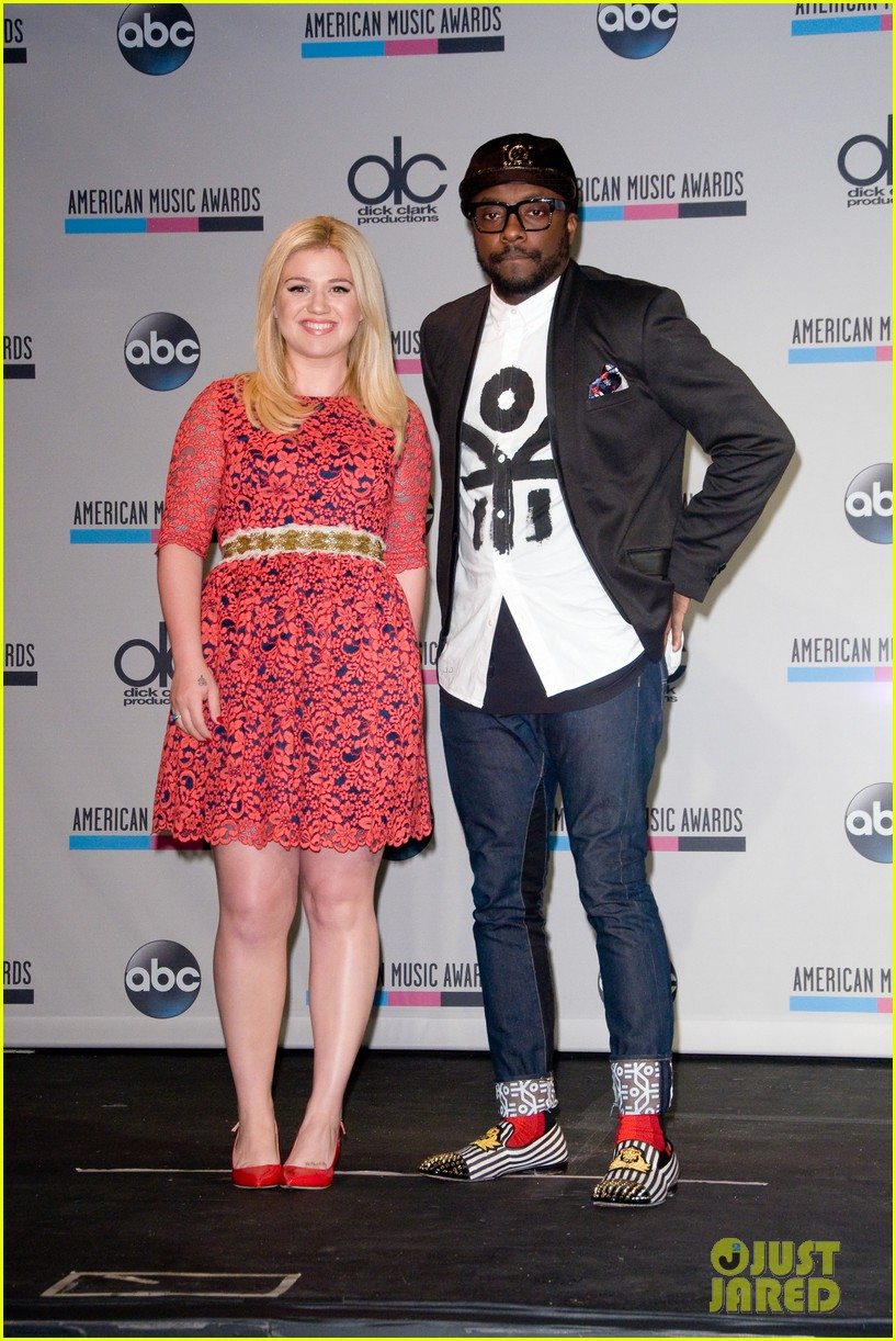kelly clarkson william announce american music awards nominations 092969620