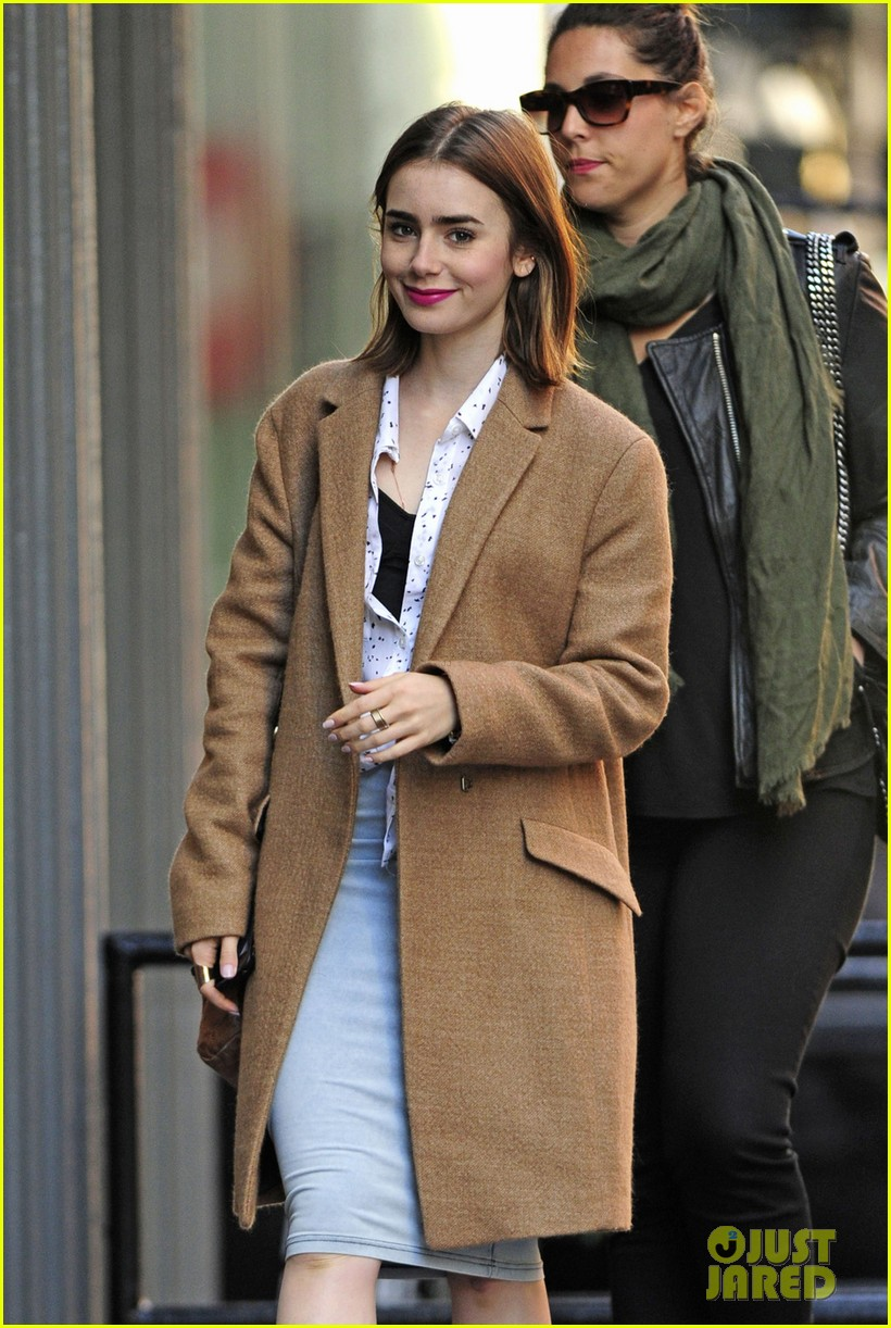 lily collins sees kinky boots after zac efron date 022974554