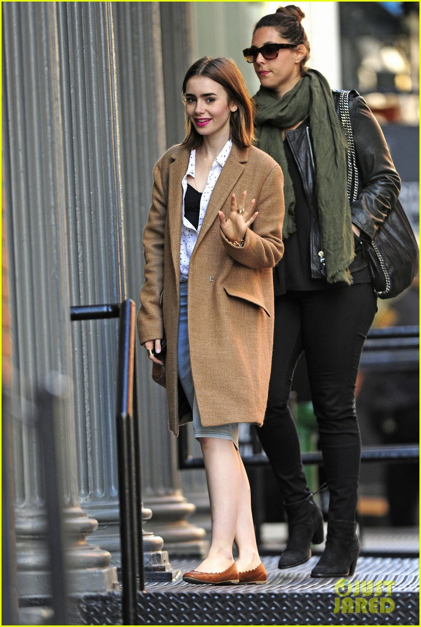 lily collins sees kinky boots after zac efron date 052974557
