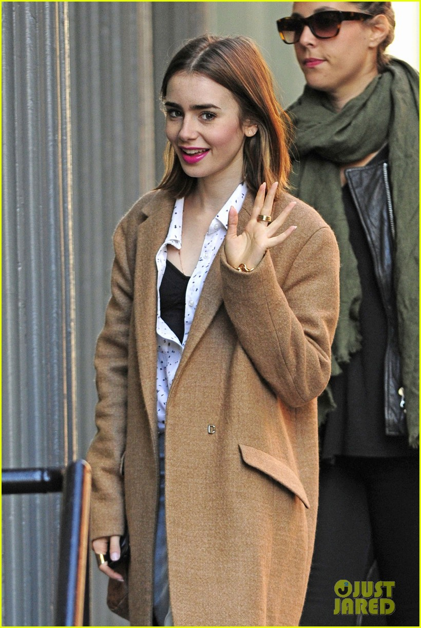 lily collins sees kinky boots after zac efron date 062974558