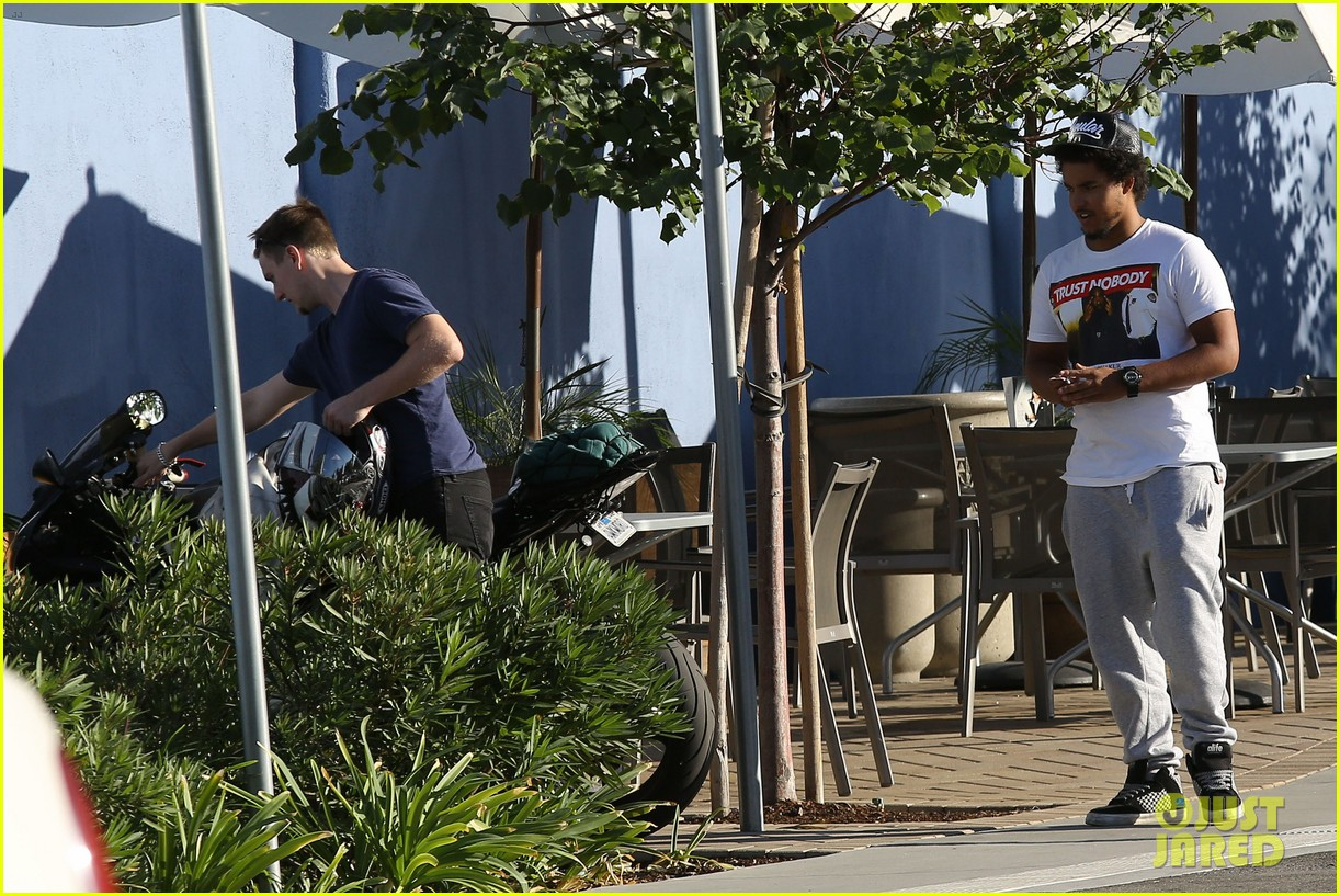 tom cruise rides motorcycle for lucas on sunset dinner outing 092973538