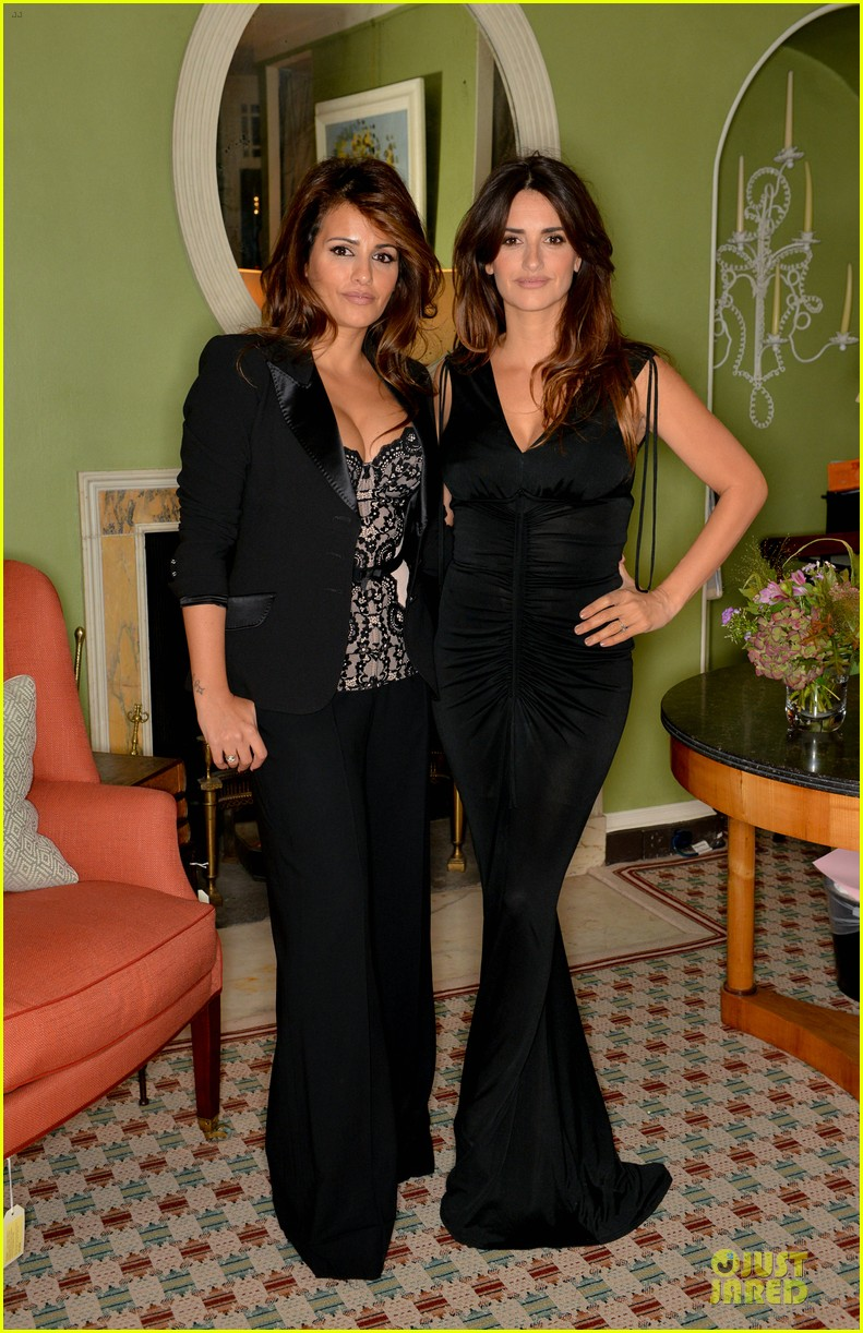 penelope cruz lagent by agent provocateur dinner with sis monica 012969412