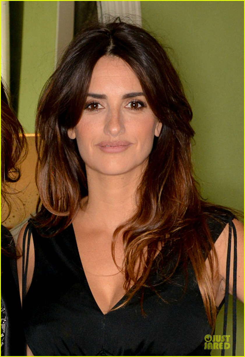 penelope cruz lagent by agent provocateur dinner with sis monica 022969413
