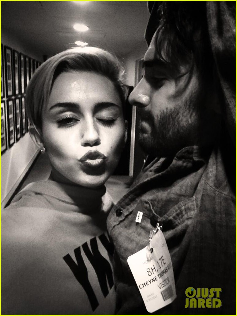 miley cyrus shows off longer hair while posing in bra 022964937