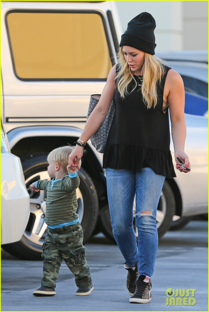 hilary duff dinner with luca after b day celebrations 012964361