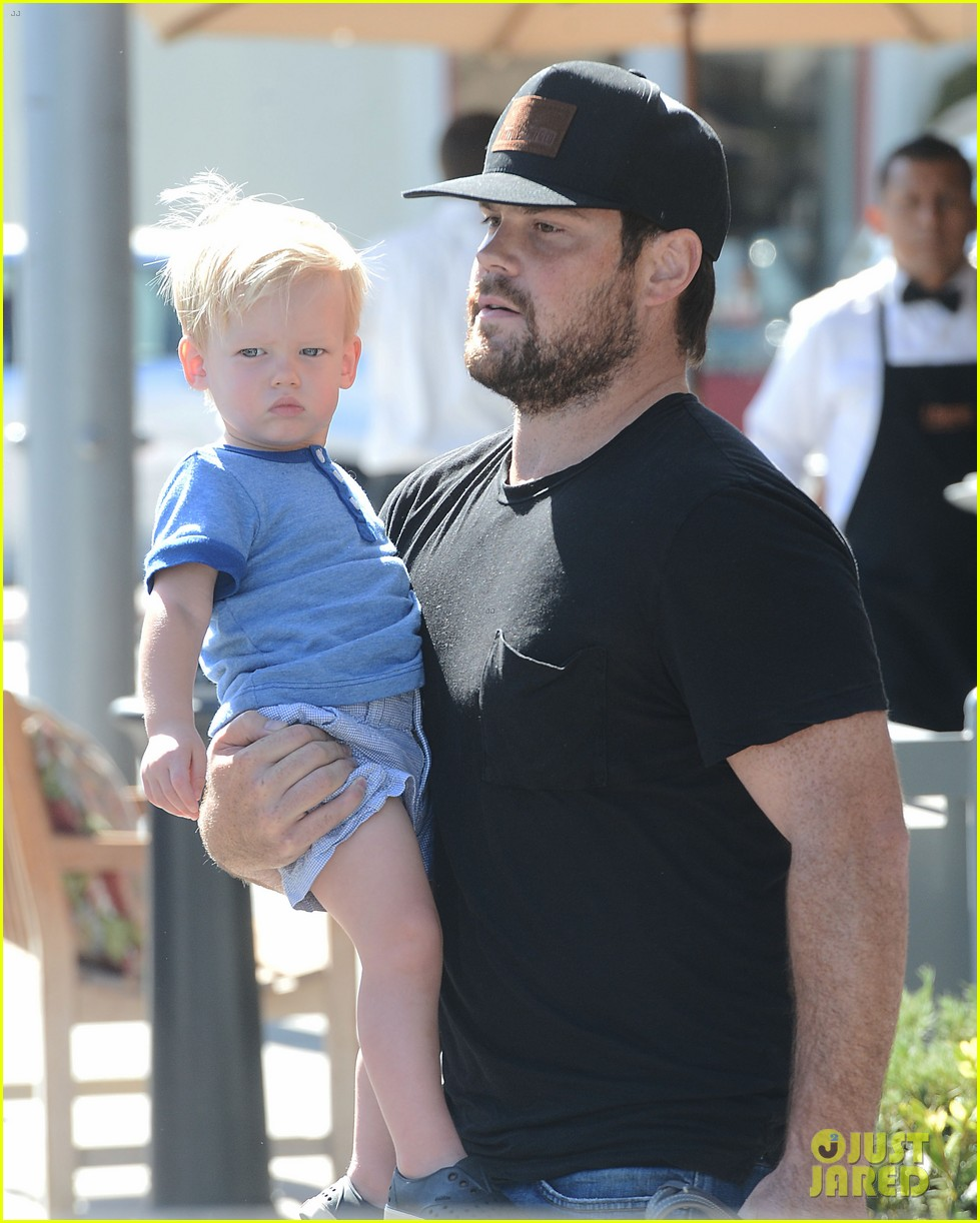 hilary duff dinner with luca after b day celebrations 042964364