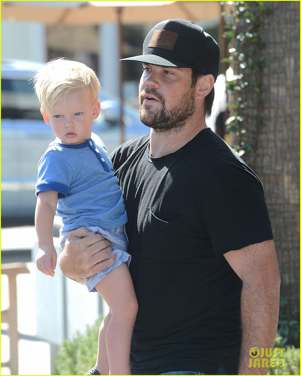 hilary duff dinner with luca after b day celebrations 05