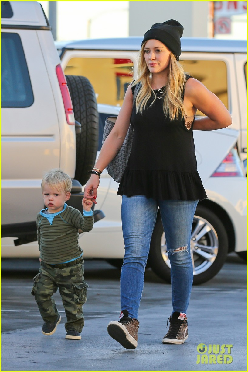 hilary duff dinner with luca after b day celebrations 062964366