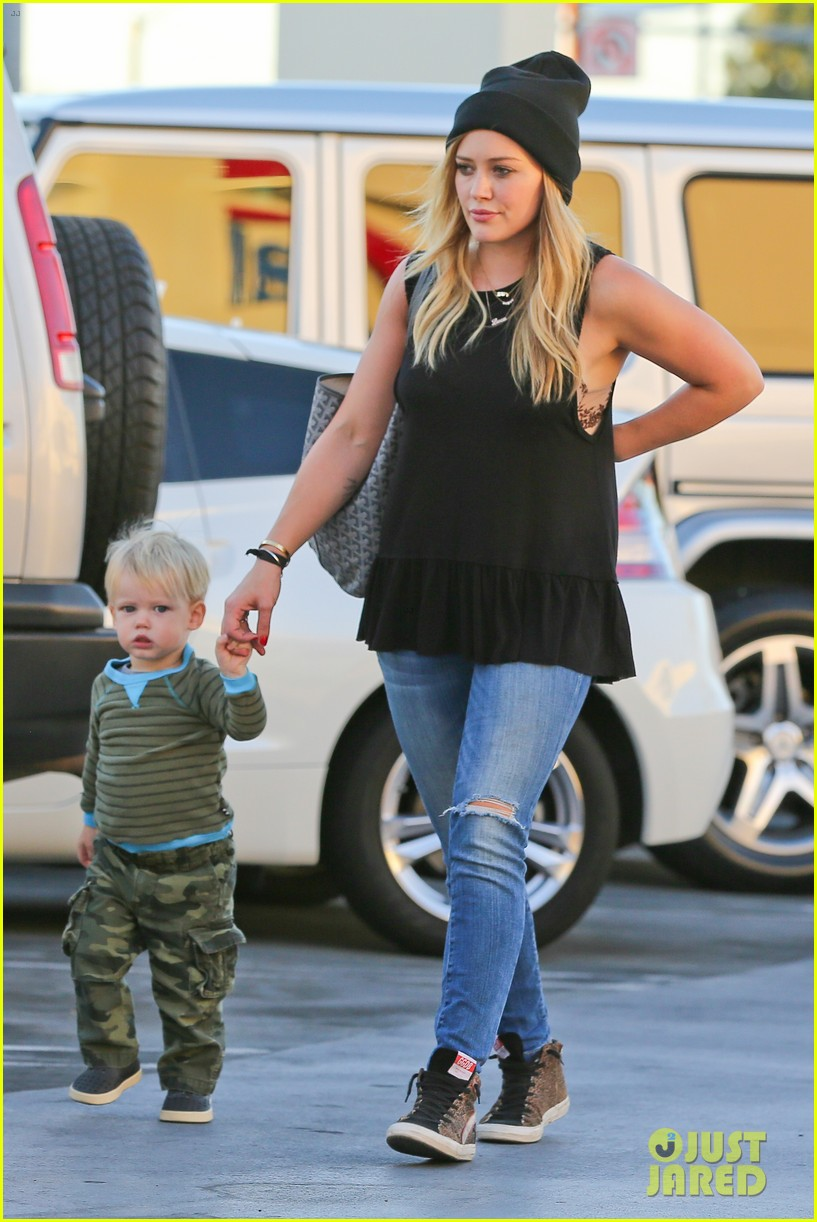 hilary duff dinner with luca after b day celebrations 072964367