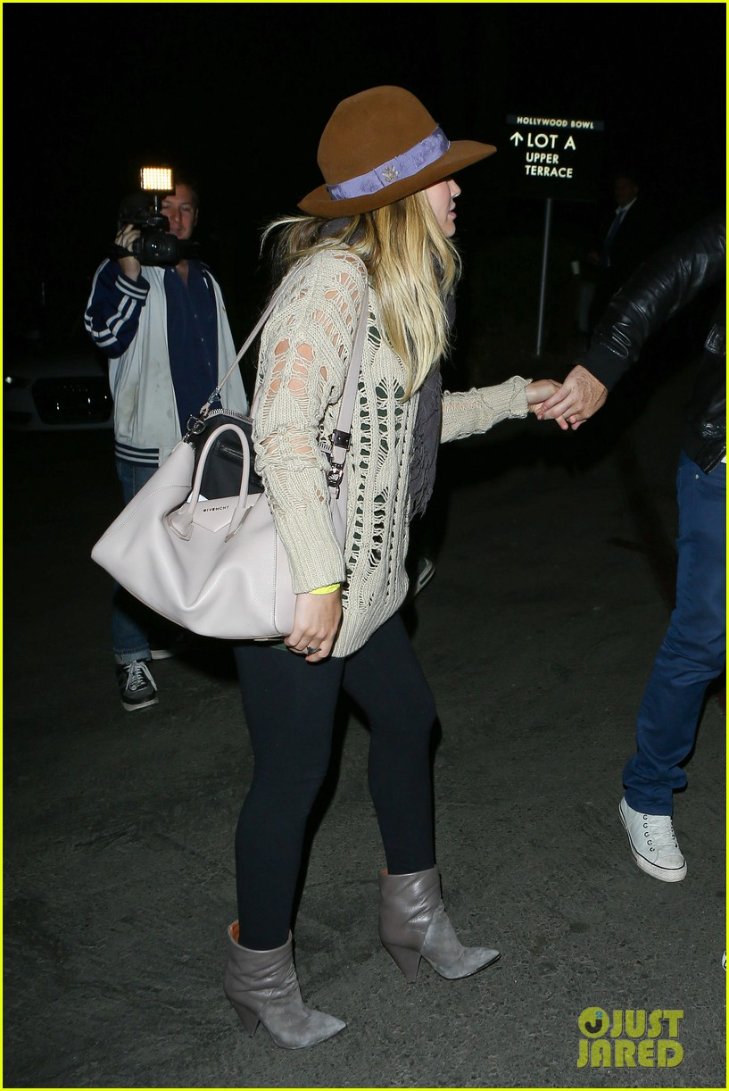 hilary duff mike comrie john mayer concert couple 072967372
